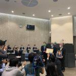 東村⼭市議会6⽉議会最終⽇ 本会議場で「アイーン」