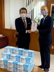 東京東村⼭ロータリークラブ 東村⼭市へマスクを数千枚とファイスシールドを寄付